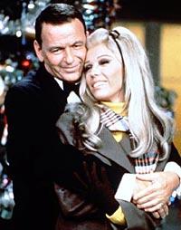 Nancy sammen med faren - legenden Frank Sinatra.