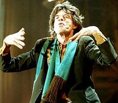 Mick Jagger og the Rolling Stones øver inn over 100 låter for sin kommende turné.