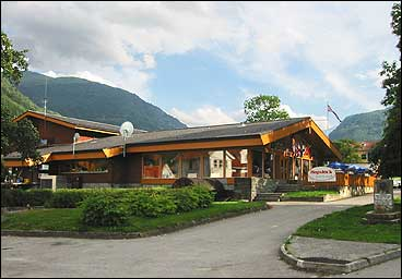 Hopstock hotell i 2002. (Foto: Arild Nybø, NRK)