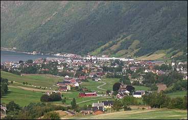 For eit par hundre år sidan var det bygdevektar i Vik. (Foto: Arild Nybø, NRK © 2002)