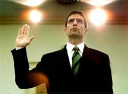 En av de tidligere direktørene i Enron, Michael Kopper, har i dag erklært seg skyldig i medvirkning til bedrageri og hvitvasking av penger . Foto: Reuters/Larry Downing