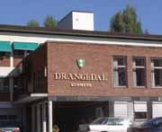 De ansatte i kommunehuset jobber med Drangedals vanskelige økonomi.