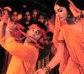 I premiereklare Laagan får du alt en Bollywoodfilm skal inneholde - action, dans, sang og romantikk.