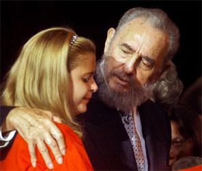Fidel Castro møter nye lærere ved begynnelsen av skoleåret på Cuba. (Foto: Rafael Perez/Reuters/Scanpix)