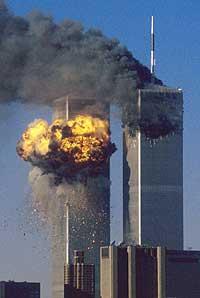 Sørtårnet på World Trade Center blir truffet av United Airlines rute 175 klokka 9.03 11. september 2001. (Arkivfoto: Reuters/Sean Adair)