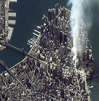 Et satellittbilde tatt 11.43 amerikansk tid 12. september 2001 viser et hull hvor World Trade Center stod. (Foto: Space Imaging)