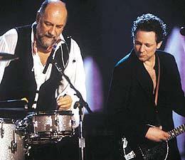 Fleetwood Mac prøver seg igjen nesten 30 år etter suksessen med Rumours.