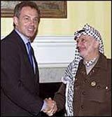 Her har Blair store problemer med å møte blikket til Arafat