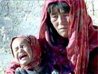Store områder av Afghanistan trenger hjelp utenfra for å unngå sult. Bildet er fra det fjerntliggende Bonavash-området (Foto: APTN).