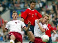 Johnsen var med da Norge spilte 2-2 mot Danmark i høst, men må bli hjemme når landslaget møter Romania. (Foto: Scanpix)