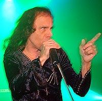 Ronnie James og hans Dio holdt en god konsert fredag kveld i Hell (foto: Jørn Gjersøe).