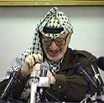 Yasir Arafat lover å fortsette arbeidet for å få til en fredsavtale med Israel. (Reuters-Scanpix)
