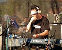 - Ugress trives best som band live, forteller Meyer. Bandet kompletteres av vokalist Therese Vadem, trommis Hans Petter Lie-Mielsen, bassist Sjur Aaresand og Dj Floora. (Foto: Rune Johansen, NRK)