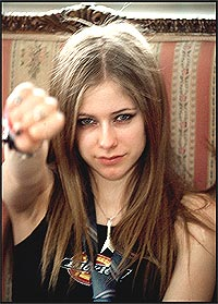 Avril Lavigne gjør en Dylan. Foto: Pressens Bild / SCANPIX.