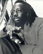 Wyclef spiller en komisk rolle som haitisk gangster.