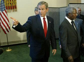 President Bush og FNs sjef Kofi Annan på vei til FNs generalforsamling i dag. (Foto: McNamee, Reuters)