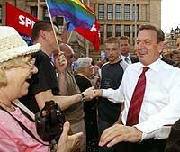 Gerhard Schröder nyter stor personlig popularitet i Tyskland. (Foto: Reuters/Tobias Schwarz)