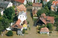 Schröder og hans mannskap på plass da flommet rammet Tyskland tidligere i år. Her fra Salzburg (Arkivfoto)