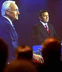 Foreløpig er det uklart hvem som blir den nye forbundskansleren i Tyskland; Edmund Stoiber eller Gerhard Schrøder. (Arkivfoto: Reuters/Scanpix)