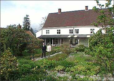 Lillingstonheimen er hovudhuset på Tysse. (Foto: Asle Veien, NRK)