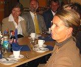 Sosialminister Ingjerd Schau kom med skryt, men ikke penger til det nye Blå Kors-senteret i Hønefoss. Reporter Mari Hvamb.