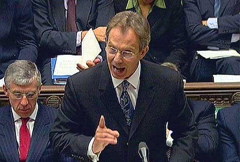 Den britiske statsministeren la fram en rapport som mange mener er det endelige beviset på at Saddam Hussein har planer om å bruke masseødeleggelsesvåpen. (Foto: Reuters)