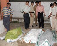 Nær 30 personer ble drept i massakren i hindutempelet i Gujarat. (Foto: Reuters/Scanpix)