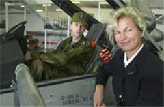 Forsvarsminister Kristin Krohn Devold og Oberstløytnant Vegard Bøthun. Foto: Erik Veigård / SCANPIX