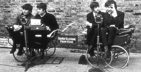Et nytt pressebilde er blitt sluppet av George Harrison, John Lennon, Ringo Starr og Paul McCartney i forbindelse med at en DVD-versjon av filmen A Hard Days Night ble gitt ut 24. september. Foto: REUTERS/Buena Vista Home Entertainment.