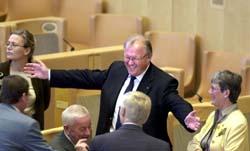 Göran Persson prøver å favne vidt under regjeringsforhandlingene i Riksdagen. (Foto: F. Sandberg, Scanpix)