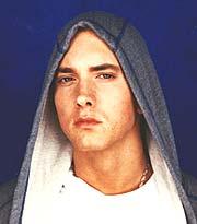 Snart filmklare Eminem selger godt på plate.