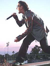 Bono får stadig nye utmerkelser. Den siste er fra MusiCare. Foto: REUTERS / Paul McErlane.