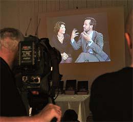 Forfatterne hadde spilt inn intervjuet på video på forhånd og dukket aldri opp på pressekonferansen. (Foto: Scanpix)