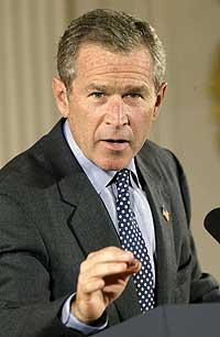 George W. Bush fikk de fullmaktene han har bedt om. Her fra en mottakelse i Det hvite hus 9. oktober 2002. (Foto: Reuters/Kevin Lamarque)