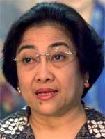 President Megawati Sukarnoputri sier regjeringen på det sterkeste fordømmer bombeeksplosjonene.(Foto:Reuters)