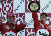 Michael Schumacher Rubens og Barrichello har god grunn til å juble for en fantastisk sesong (Foto: Allsport)