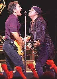 Bruce Springsteen og Steven van Zandt. Foto: Scott Harrison / Getty Images.