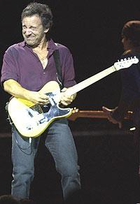 Bruce Springsteen hadde fokus på materiale hentet fra årets album, The Rising under turneåpninga i Paris. Foto: Scott Harrison / Getty Images.