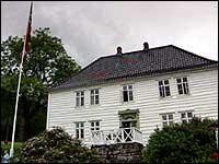 I 1819 fekk Dahl bygt den staselege prestegarden like ved kyrkja i Eivindvik. Dette huset vert kalla