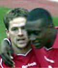 Emile Heskey danner spisspar med Michael Owen både på Liverpool og det engelske landslaget.