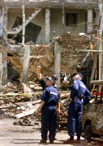 Også dei materielle øydeleggingane var enorme etter terroraksjonen på Bali. (Reuters-Scanpix)