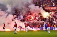 Bosniske tilskuere kastet rødbluss inn på banen under kampen på Ullevaal.(Foto: Arash A. Nejad/Scanpix)