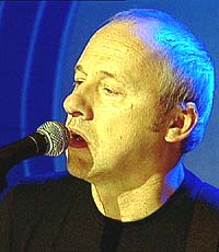 """- Jeg syns at jeg er en skikkelig """"latsekk"""", sier Mark Knopfler. Foto: NRK."""