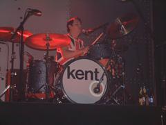 Markus Mustonen spelar trommer i Kent. Foto; Øyvind André Haram, NRK