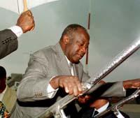 Elfenbenskystens president Laurent Gbagb kan bli sittende.