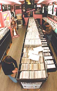 Øyvind Hagen i Tuba Records ser en negativ tendens hos platebutikkene. Foto: Tim Boyle, Getty Images.
