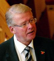 Carl I. Hagen vil forhandle igjen. (Scanpix-foto: Bjørn Sigurdsøn)