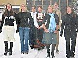 Line Ekanger, Annicken Bøckman, Anne-Lise Bakken, Hege Johnrud, Kjersti Engebretsen, Annette Westrum og Kathrine Andersen fortviler over at ikke kommunen dukket opp på pressekonferansen de holdt. Foto: Elizabeth Kvie.