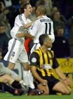 Ronaldo og Steve McManaman jubler etter 1-0-målet. (Foto: Desmond Boylan/reuters)