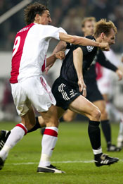 Ibrahimovic slår til Erik Hoftun (Foto: Reuters)